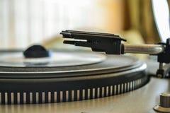 Vintage portátil retro del jugador de LP de la placa giratoria Imagenes de archivo