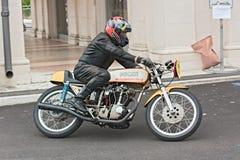 Vintage que compite con la motocicleta Ducati Imagen de archivo