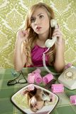 Vintage retro da mulher do telefone da dona de casa imagem de stock royalty free
