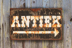 Free Vintage Rusted Sign With The Dutch Word `Antique` Royalty Free Stock Images - 92102029