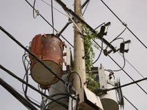 Vintage Rusty Distribution Transformer/boîte électrique sur Polonais photo stock