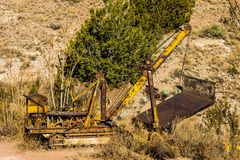 Vintage Rusty Yellow Bulldozer Images stock