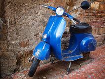 Vintage scooter in front of a brick wall Stock Photos