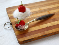 Vintage spoon and delicious strawberry with sugar Stock Photography