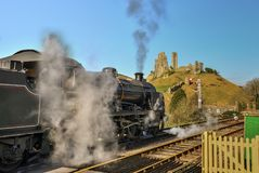 Stream train through Corfe village train station Royalty Free Stock Images