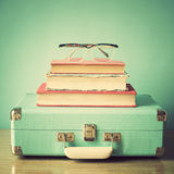 Vintage Suitcase and glasses Royalty Free Stock Photos