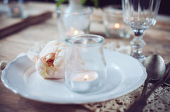 Vintage table setting with beige rose Royalty Free Stock Photos
