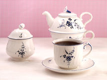Vintage teacup, sugar bowl and teapot Royalty Free Stock Image