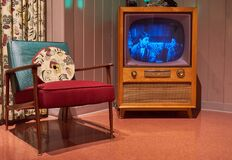 Free Vintage TV And Chair With Leave It To Beaver On The TV Royalty Free Stock Images - 184912689