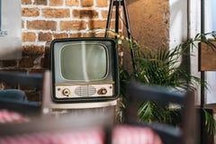 vintage TV con la pantalla en blanco en 50s imagen de archivo libre de regalías