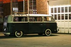 Vintage Van Ao ar livre Fotografia de Stock Royalty Free