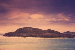 Vintage verde da paisagem da natureza da ilha e do mar Fotos de Stock