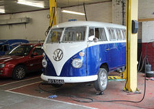 Vintage volkswagen garage repairs Royalty Free Stock Photography