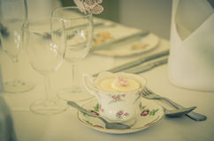 A vintage wedding cup cake in teacup Royalty Free Stock Photos