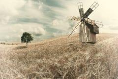 Free Vintage Windmill On Wheat Field Stock Photo - 118920870
