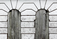 Vintage Windows, lignes, bois et béton Photo libre de droits