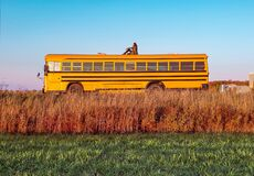 Free Vintage Yellow School Bus Adventure Royalty Free Stock Photos - 208627438
