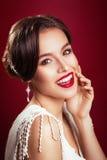 Vintager panna młoda Portret piękna młoda dziewczyna w wizerunku panna młoda z ornamentem w włosy czerwone usta Zdjęcia Stock