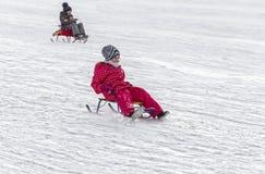 Vinter Barn sledding royaltyfri bild
