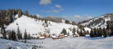 vinter för carpathians liggandepanorama Royaltyfria Bilder