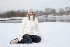 vinter för gruppflickaflod Royaltyfri Bild