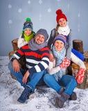 vinter för mode för bakgrund härlig isolerad vit flicka lycklig familj Royaltyfri Foto