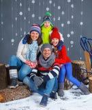 vinter för mode för bakgrund härlig isolerad vit flicka lycklig familj Royaltyfri Fotografi