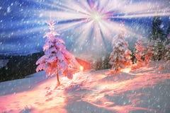 vinter för saga för snow för härlig skog röd s för stuga finlandssvensk Fotografering för Bildbyråer