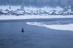 Vinter Fiskare i ett fartyg Royaltyfri Foto