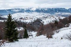 Vinter Härligt landskap Blå dramatisk himmel Royaltyfri Foto