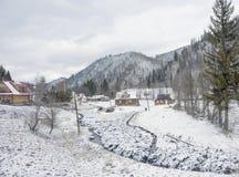Vinter i Carpathian by. Royaltyfri Foto