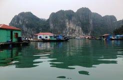 Vinter i den Halong fjärden, Vietnam, Asien Royaltyfria Bilder
