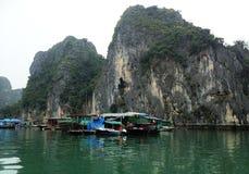 Vinter i den Halong fjärden, Vietnam, Asien Arkivbilder