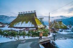 Vinter i Kayabuki ingen Sato i Miyama Royaltyfri Fotografi