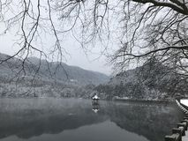 Vinter i Lulin Sjö-snö plats i monteringen Lu royaltyfria bilder