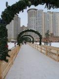 Vinter i staden - snö och fyrkanter Arkivfoton