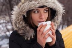 Vinter, kvinna och varm dryck Fotografering för Bildbyråer