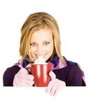 Vinter: Kvinna som dricker kaffe för att hålla varmt Arkivbilder