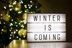 Vinter och julbegrepp - lihtbox med vinter är kommande tex Arkivfoto