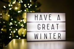 Vinter och julbegrepp - lihtbox med text har stora wi Arkivfoto