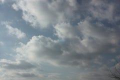 Vinter och moln Arkivfoto