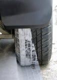 Vinter- och sommargummihjul på bilen Arkivbilder