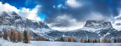 Vinter på Dolomitien av Alta Badia Arkivbild