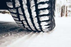 Vinter på vägen fotografering för bildbyråer