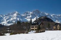 Vinter Pyrenees i grannskapen av Panticosa Arkivfoton