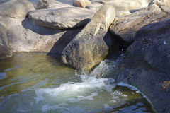 Vinter sjövattenfall, Cortez Park, Phoenix, AZ Arkivfoto