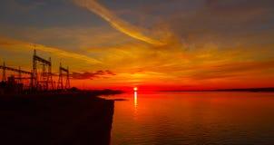 Vinter Solnedgång hydroelektriskt arkivbilder