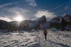 Vinter som går i Dolomites arkivfoto