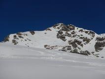 Vinter som skitouring och klättrar i österrikiska fjällängar Royaltyfria Foton