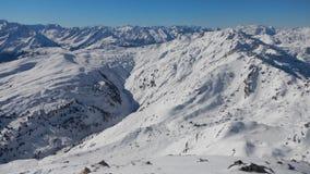 Vinter som skitouring och klättrar i österrikiska fjällängar Fotografering för Bildbyråer